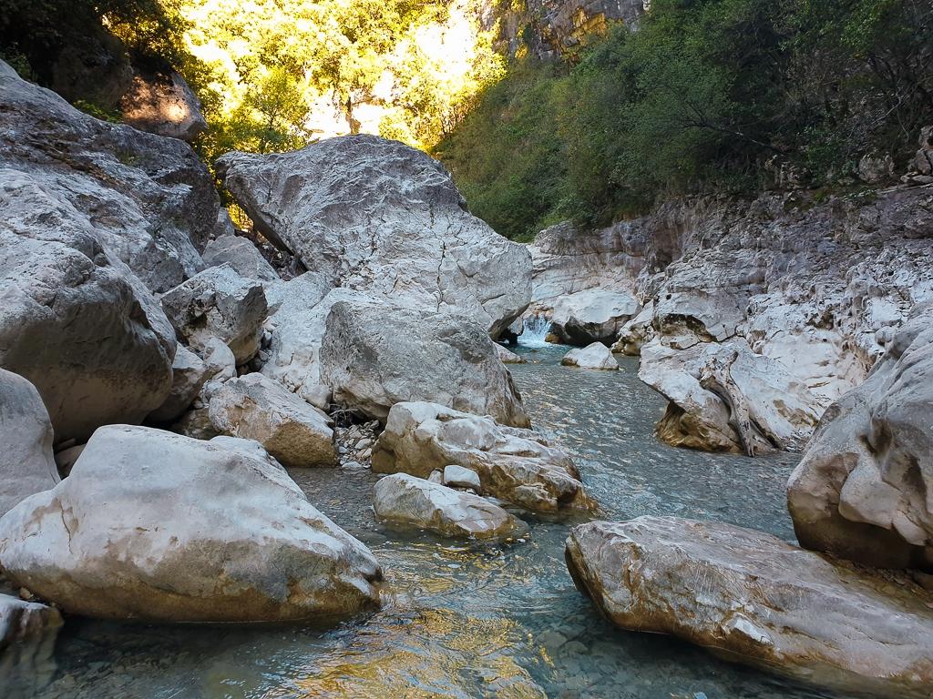 Passage rocheux aux Gorges du Toulourenc